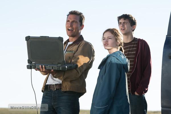 Interstellar - Publicity still of Matthew McConaughey, Mackenzie Foy & Timothée Chalamet