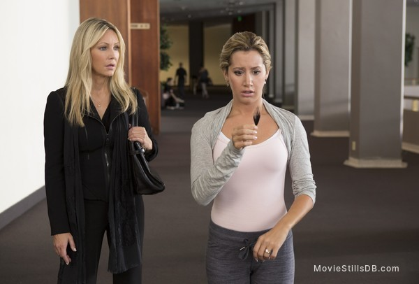 Scary Movie 5 - Publicity still of Heather Locklear & Ashley Tisdale
