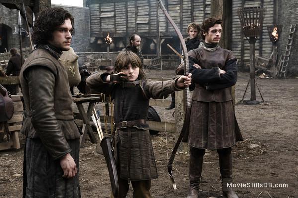 Game of Thrones - Publicity still of Isaac Hempstead-Wright, Richard Madden & Kit Harington