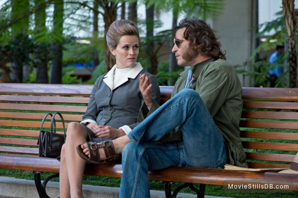 Inherent Vice - Publicity still of Joaquin Phoenix & Reese Witherspoon