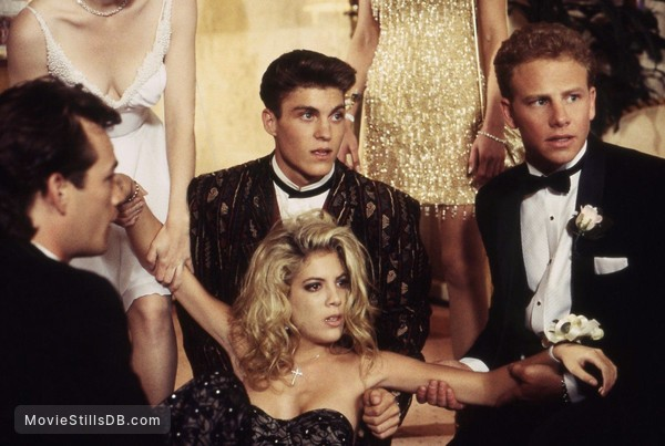 Beverly Hills, 90210 - Publicity still of Luke Perry, Jennie Garth, Tori Spelling, Brian Austin Green, Jennifer Grant & Ian Ziering