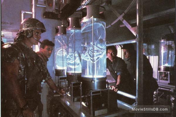 Aliens - Publicity still of Paul Reiser, Lance Henriksen, Michael Biehn & William Hope