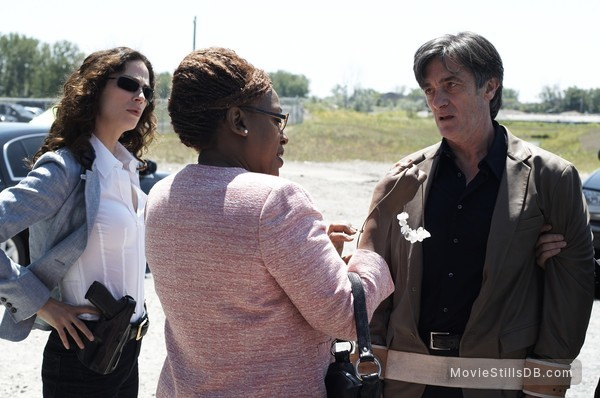 Warehouse 13 - Publicity still of Roger Rees, Joanne Kelly & CCH Pounder