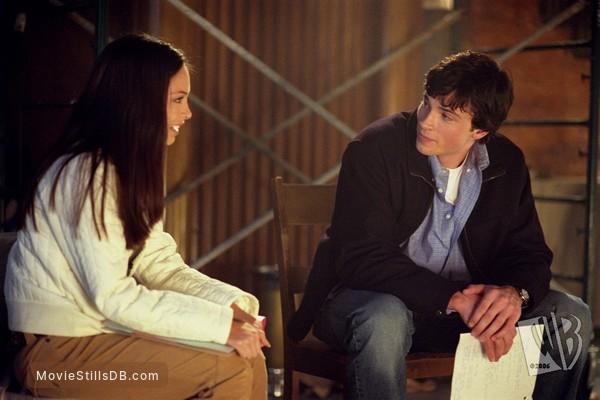 Smallville - Publicity still of Tom Welling & Kristin Kreuk