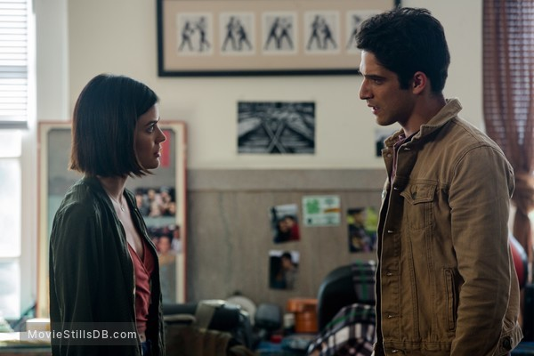 Truth or Dare - Publicity still of Lucy Hale & Tyler Posey