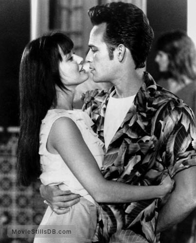 Beverly Hills, 90210 - Publicity still of Shannen Doherty & Luke Perry