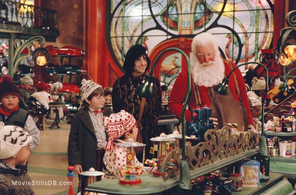 The Santa Clause 2 - Publicity still of Tim Allen, David Krumholtz & Spencer Breslin