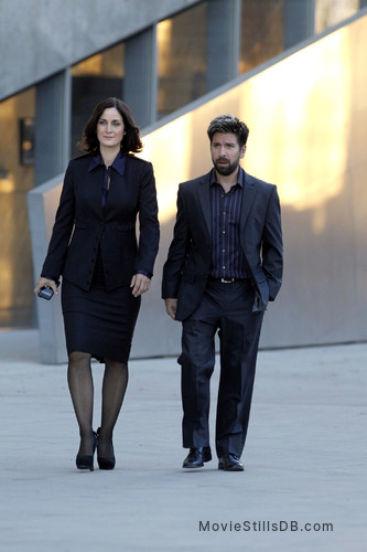 Chuck Episode 5x03 Publicity Still Of Joshua Gomez Carrie Anne Moss Raised in california, gomez began experimenting with music during his early teens and his productions are notable for integrating. chuck episode 5x03 publicity still of