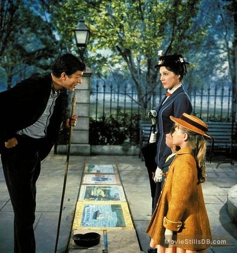 Mary Poppins - Publicity still of Julie Andrews, Dick Van Dyke, Karen Dotrice & Matthew Garber