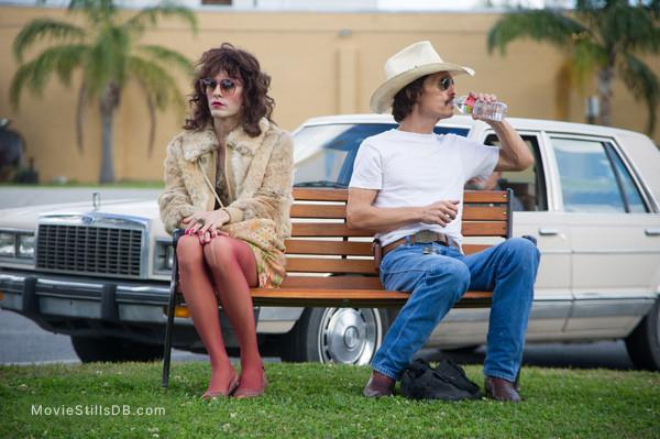 Dallas Buyers Club - Publicity still of Matthew McConaughey & Jared Leto