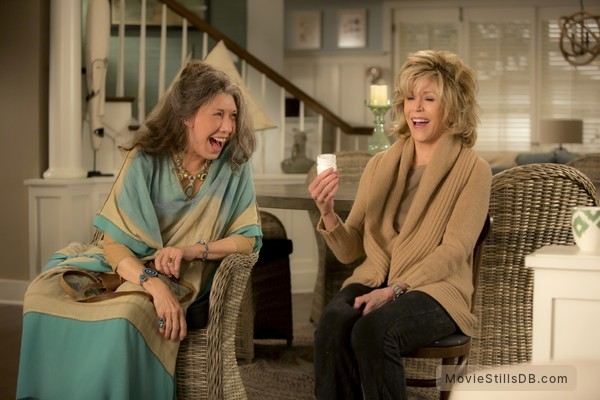 Grace and Frankie - Publicity still of Lily Tomlin & Jane Fonda
