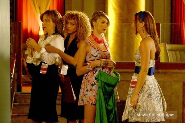 Gossip Girl - Publicity still of Taylor Momsen, Leighton Meester, Margaret Colin & Michelle Hurd