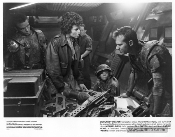 Aliens - Publicity still of Michael Biehn, Sigourney Weaver, Bill Paxton & Carrie Henn