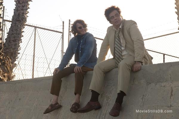 Inherent Vice - Publicity still of Benicio del Toro & Joaquin Phoenix