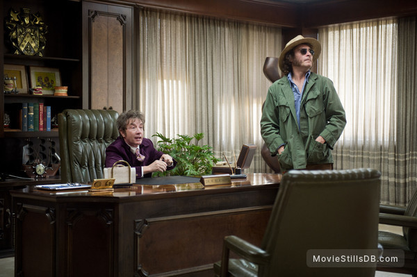Inherent Vice - Publicity still of Joaquin Phoenix & Martin Short
