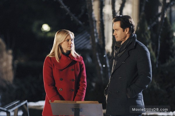 12 Dates Of Christmas.12 Dates Of Christmas Publicity Still Of Amy Smart Mark