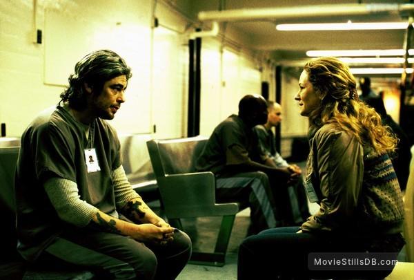 21 Grams - Publicity still of Benicio del Toro & Melissa Leo