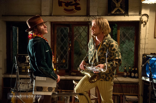 Inherent Vice - Publicity still of Joaquin Phoenix & Owen Wilson