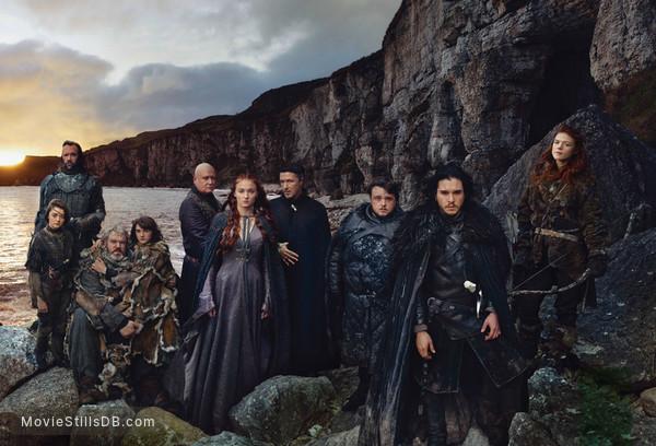 Game of Thrones - Promotional art with Kit Harington, Aidan Gillen, Rose Leslie, Isaac Hempstead-Wright, Kristian Nairn, John Bradley, Conleth Hill, Rory McCann, Maisie Williams & Sophie Turner
