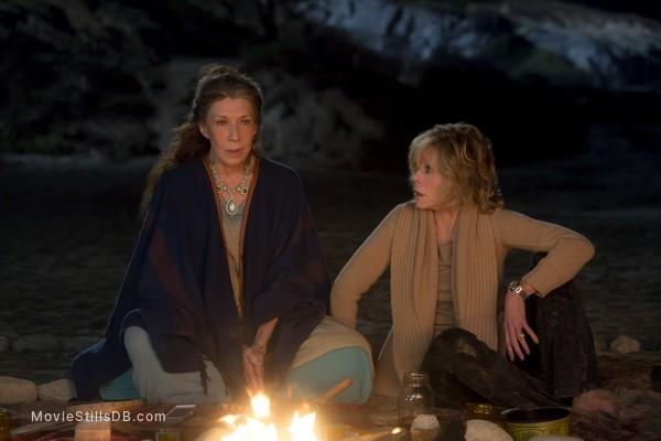 Grace and Frankie - Publicity still of Lily Tomlin & Jane Fonda