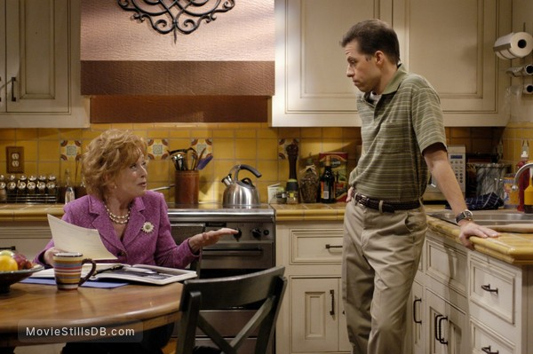 Two and a Half Men - Publicity still of Jon Cryer & Holland Taylor