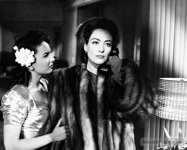 Mildred Pierce - Publicity still of Joan Crawford & Ann Blyth
