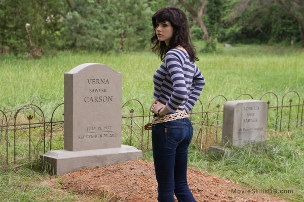 Texas Chainsaw Massacre 3D - Publicity still of Alexandra Daddario