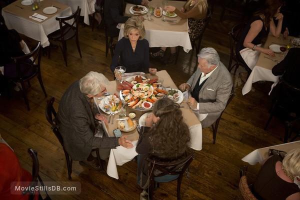 Grace and Frankie - Publicity still of Sam Waterston, Lily Tomlin, Jane Fonda & Martin Sheen