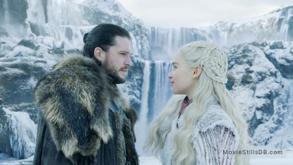 Game of Thrones -  Emilia Clarke & Kit Harington