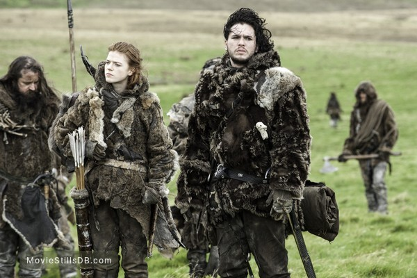 Game of Thrones - Publicity still of Kit Harington & Rose Leslie