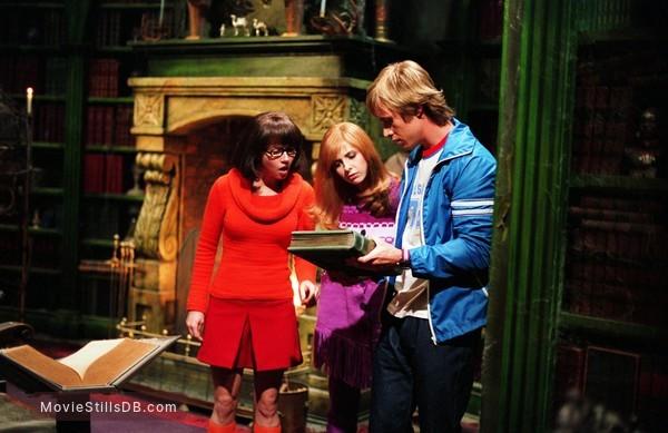 Scooby Doo 2 Monsters Unleashed Publicity Still Of Freddie Prinze Jr Sarah Michelle Gellar