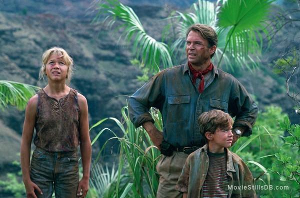 Jurassic Park - Publicity still of Sam Neill, Joseph Mazzello & Ariana Richards