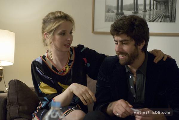 2 Days in Paris - Publicity still of Julie Delpy & Adam Goldberg