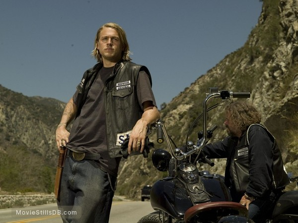 Sons of Anarchy - Publicity still of Charlie Hunnam & Mark Boone Junior