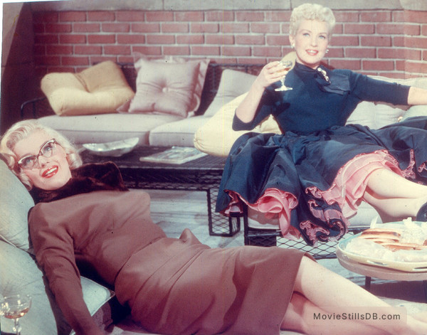 How to Marry a Millionaire - Publicity still of Marilyn Monroe & Betty Grable