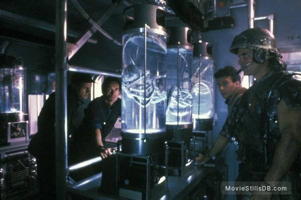 Aliens - Publicity still of Michael Biehn, Lance Henriksen, Paul Reiser & William Hope