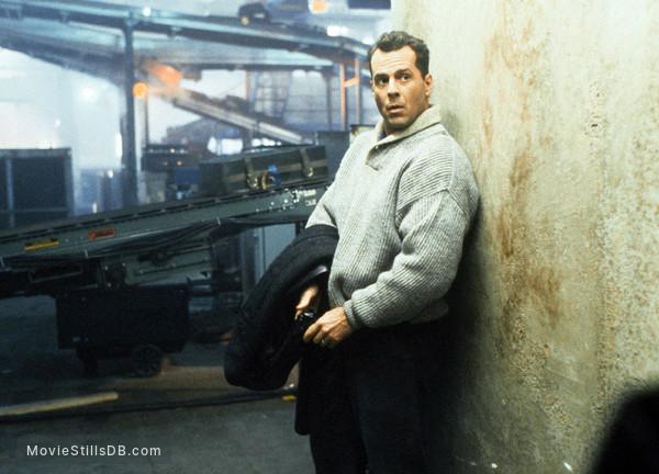Die Hard 2 - Publicity still of Bruce Willis