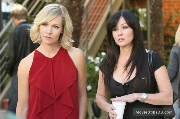 90210 - Publicity still of Shannen Doherty & Jennie Garth