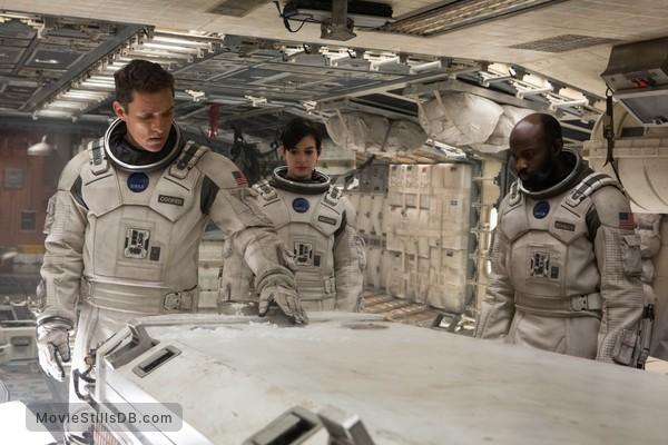 Interstellar - Publicity still of Matthew McConaughey, Anne Hathaway & David Gyasi