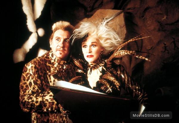 102 Dalmatians - Publicity still of Glenn Close & Gérard Depardieu