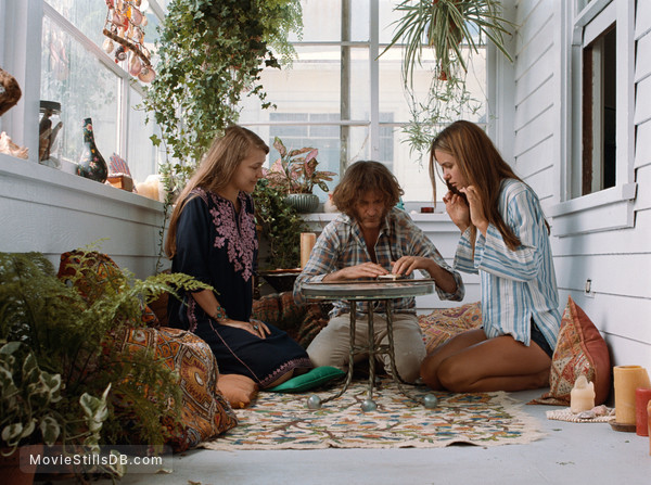 Inherent Vice - Publicity still of Joaquin Phoenix, Katherine Waterston & Joanna Newsom
