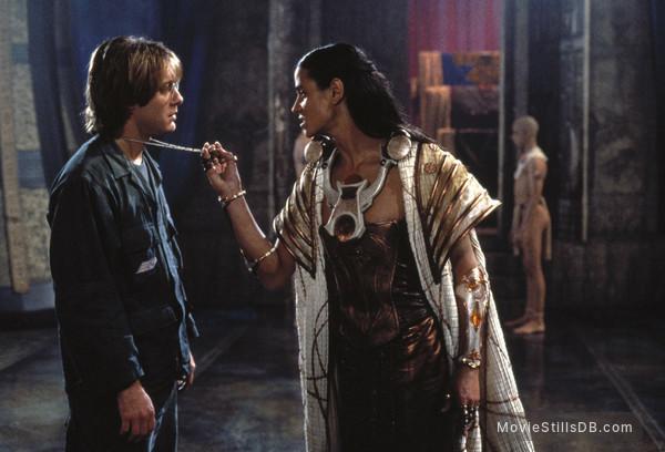 Stargate - Publicity still of James Spader & Jaye Davidson