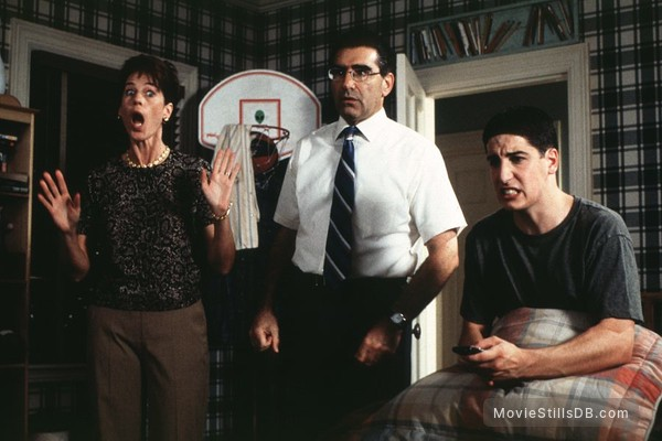 American Pie - Publicity still of Jason Biggs, Eugene Levy & Molly Cheek