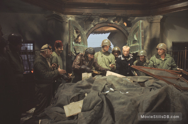 Kelly's Heroes - Publicity still of Clint Eastwood, Donald Sutherland, Gavin MacLeod, Telly Savalas, Shepherd Sanders, Perry Lopez, Gene Collins & Karl-otto Alberty
