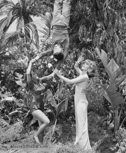 Gilligan's Island - Publicity still of Tina Louise, Dawn Wells & Bob Denver