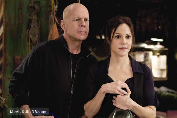 RED - Publicity still of Bruce Willis & Mary-Louise Parker