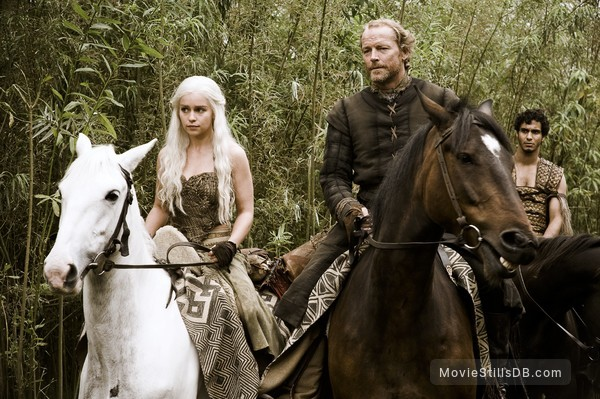 Game Of Thrones Episode 1x03 Publicity Still Of Emilia Clarke Iain Glen