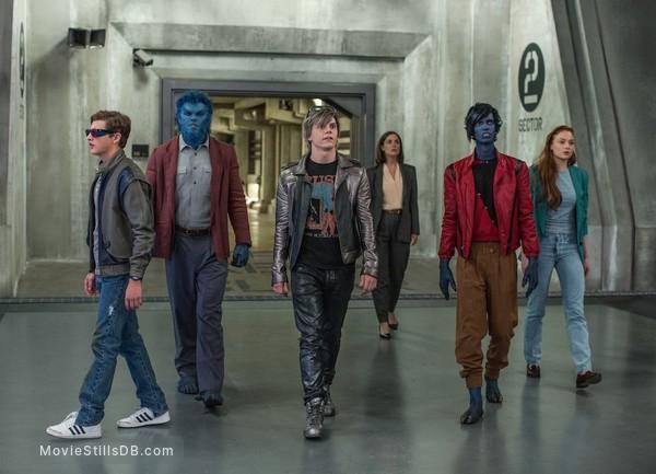 X-Men: Apocalypse - Publicity still of Rose Byrne, Nicholas Hoult, Kodi Smit-McPhee, Tye Sheridan, Evan Peters & Sophie Turner