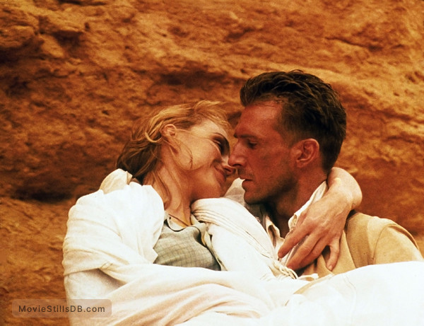 The English Patient - Publicity still of Kristin Scott Thomas & Ralph Fiennes
