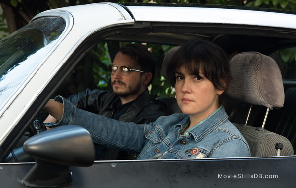 I Don't Feel at Home in This World Anymore - Publicity still of Elijah Wood & Melanie Lynskey
